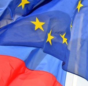 Bandeiras da Rússia e da União Europeia