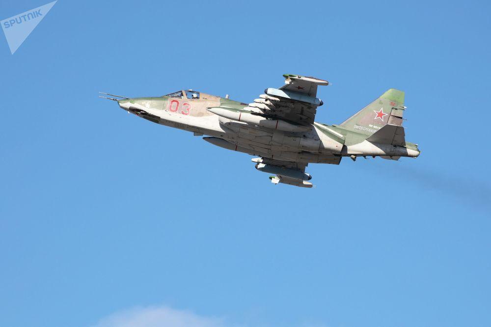Aeronave militar Su-25SM3, voando durante treinamentos táticos no território de Krasnodar, Rússia