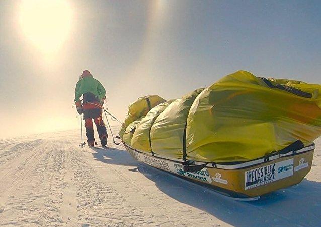 Colin O'Brady, o primeiro ser humano a atravessar a Antártica a pé e sem ajuda nenhuma