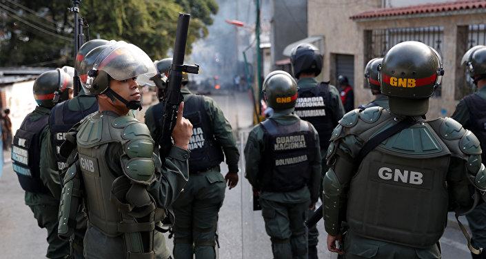 Guarda Nacional acompanham protesto em Caracas