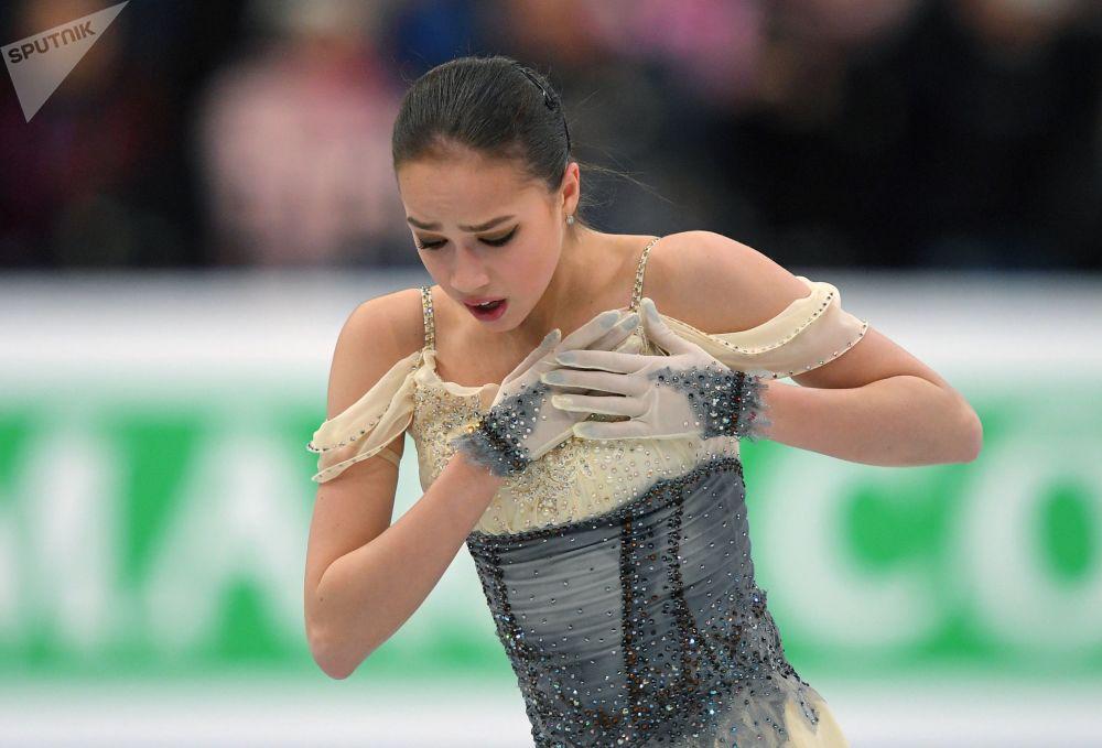 Patinadora artística russa Alina Zagitova durante apresentação no Campeonato Europeu de Patinação Artística no Gelo em Minsk, Bielorrússia