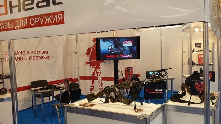 Stand da companhia Red Heat no fórum Army 2015