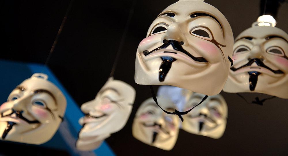 Máscaras utilizadas por ativistas do grupo Anonymous