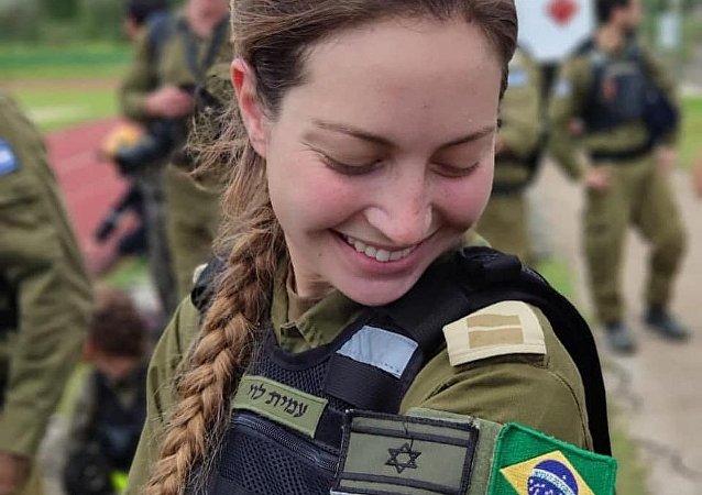 Tenente brasileira Amit Levi, das Forças de Defesa de Israel