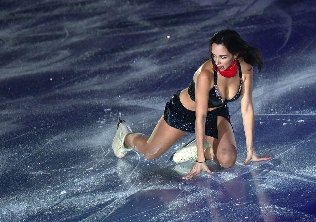 Patinadora russa Elizaveta Tuktamysheva participa de apresentações da Final do Grand Prix de Patinação Artística no Gelo em Vancouver, Canadá