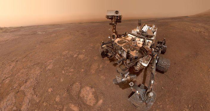 Selfie tirada pela sonda Curiosity da NASA em Rock Hall, em Marte