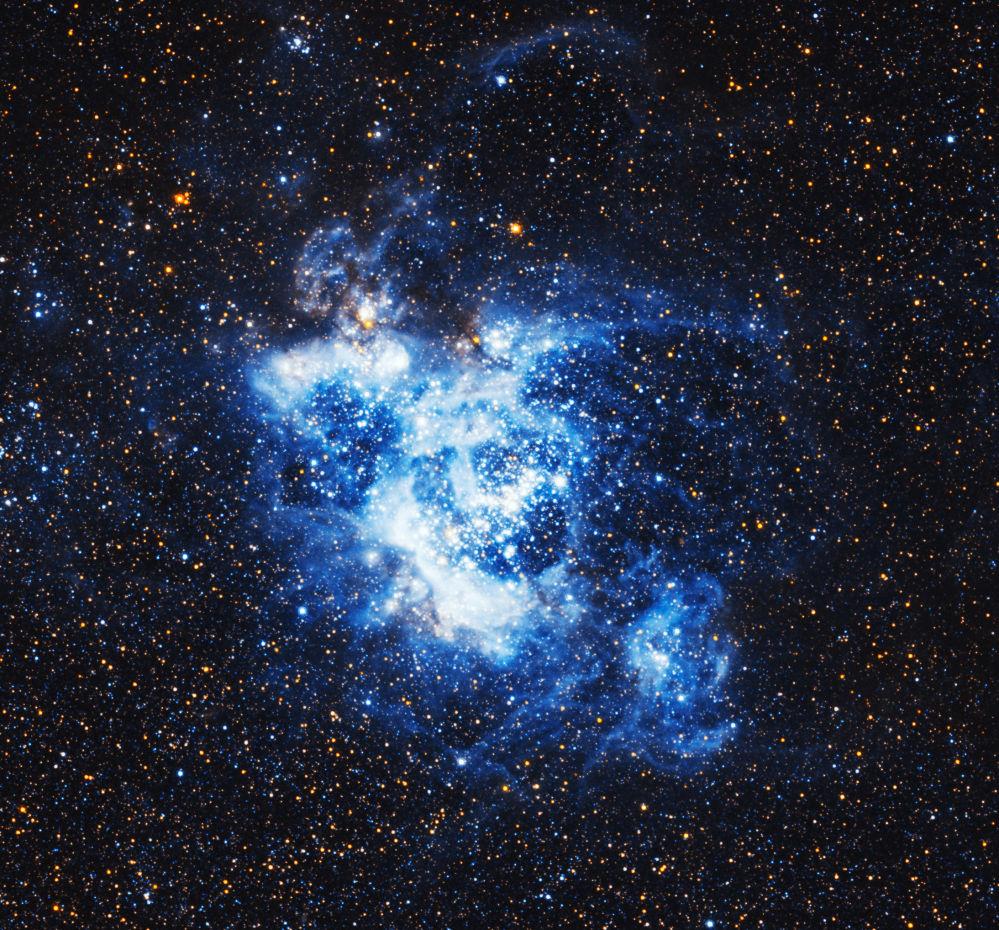 A nebulosa de grandes dimensões NGC 604 que se encontra a cerca de 3 milhões de anos-luz da Terra na constelação do Triângulo