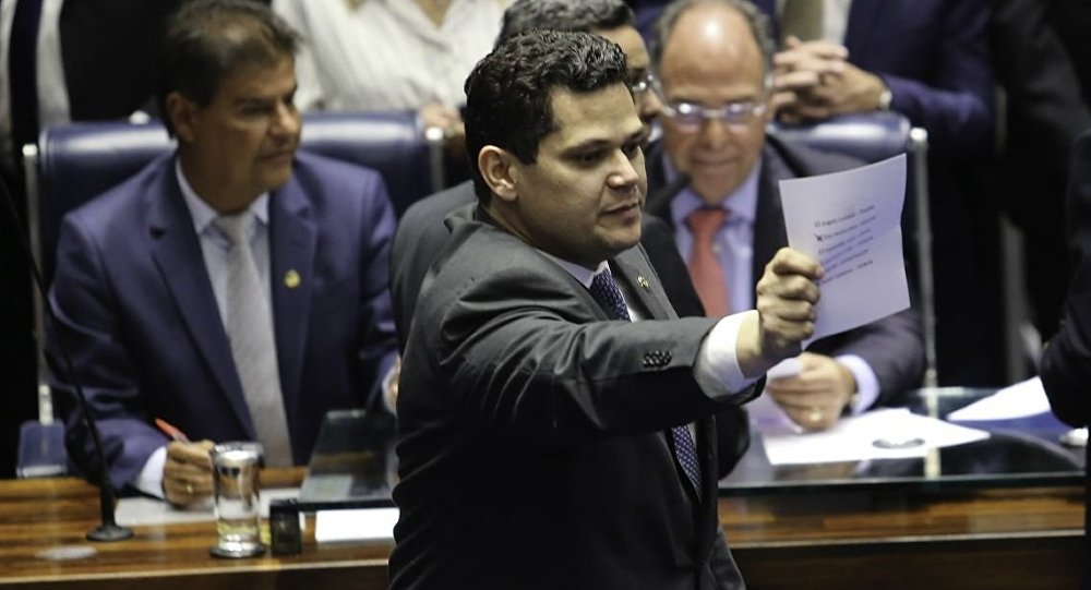 Davi Alcolumbre assume a presidência do Senado