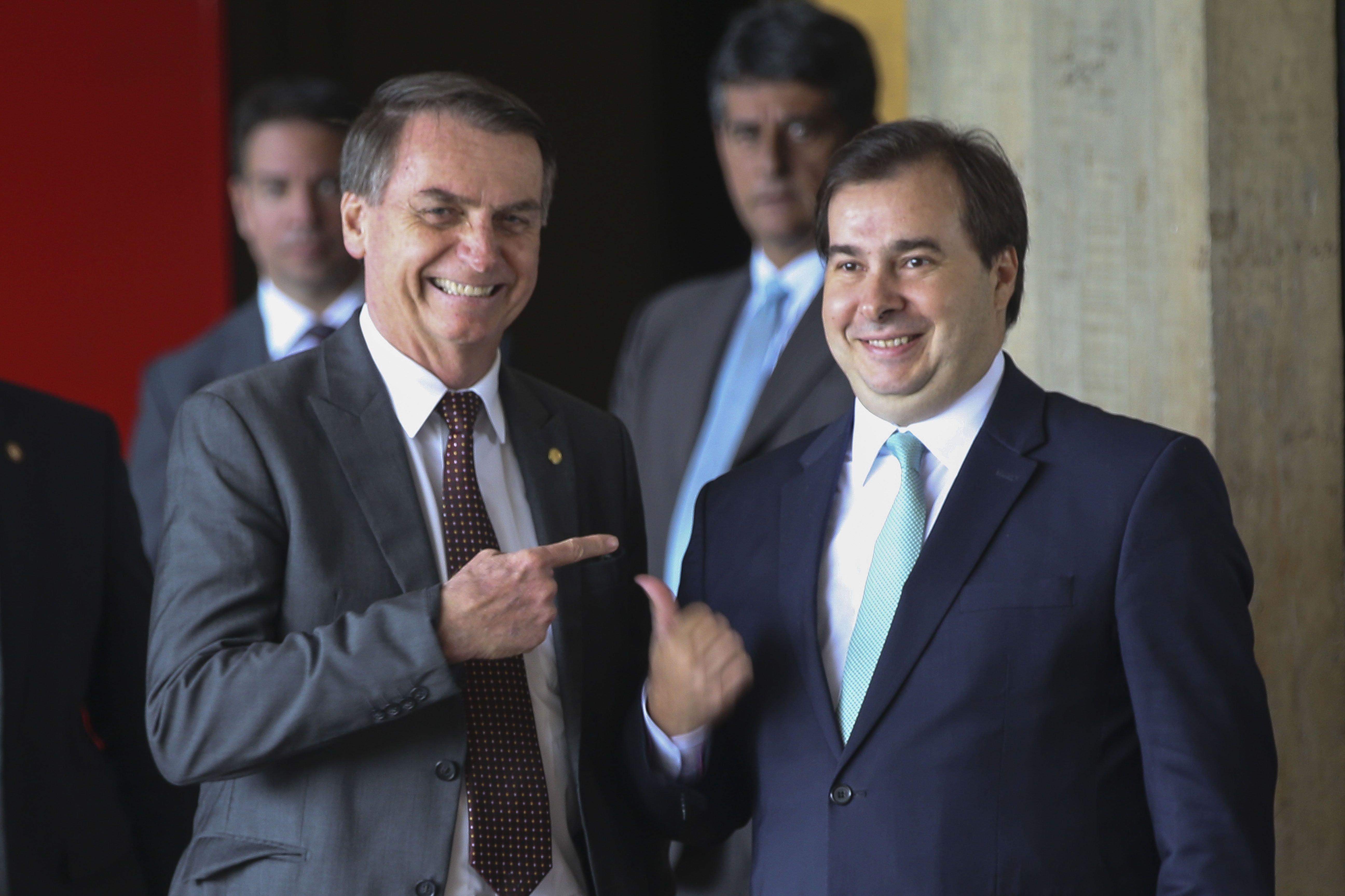Jair Bolsonaro ao lado de Rodrigo Maia durante encontro da equipe de transição, em 2018