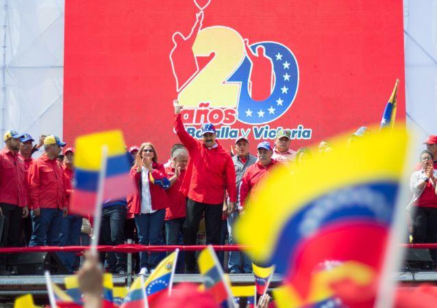 Presidente da Venezuela, Nicolás Maduro, discursa durante manifestação em Caracas