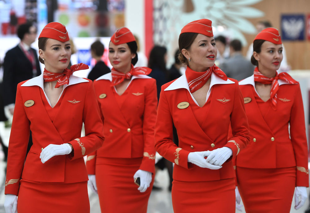 Aeromoças da companhia aérea russa Aeroflot durante o Fórum de Investimento da Rússia, em Sochi