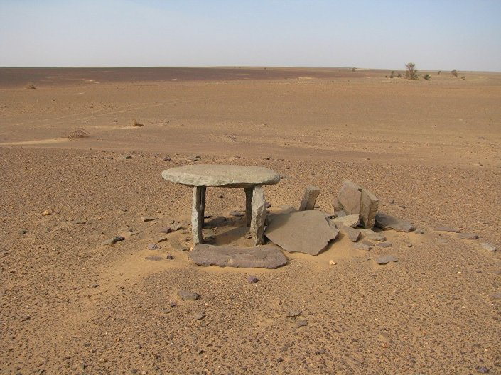 Dolmens encontrados no deserto do Saara