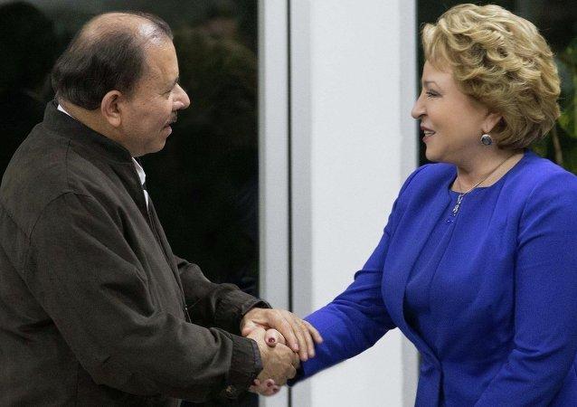 Presidente da Nicarágua, Daniel Ortega, com Valentina Matvienko, presidente do Conselho da Federação, câmara alta do parlamento russo