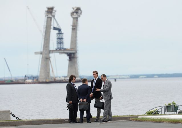 Participantes do XIXº Fórum Econômico Internacional de São Petersburgo no recinto do complexo de exposições Lenexpo