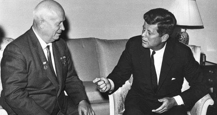 Encontro entre o presidente dos EUA John F. Kennedy e o líder soviético Nikita Khrushchev