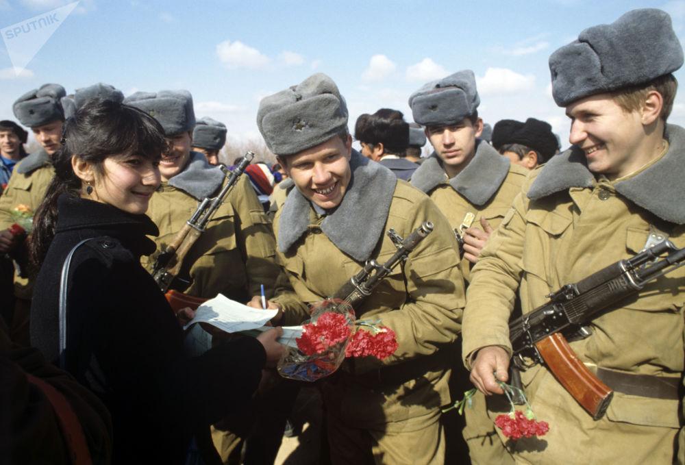 Reunião solene de soldados soviéticos internacionalistas foi organizada na cidade de Termez da República Socialista Soviética Uzbeque