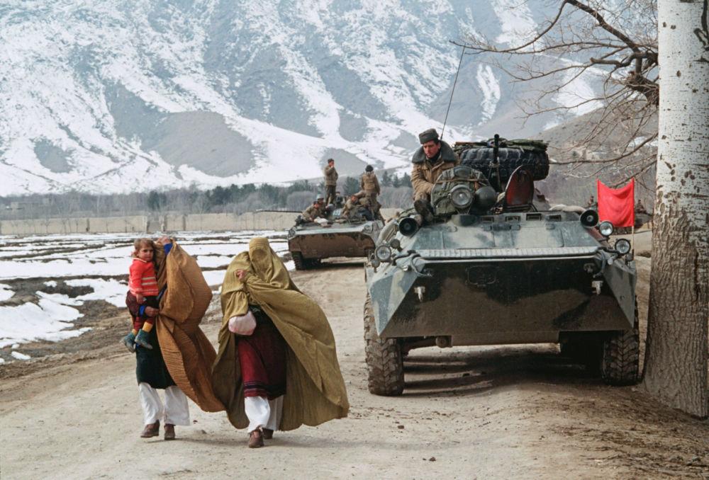 Primeiros soldados soviéticos a voltarem para casa