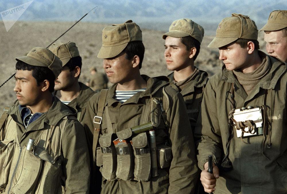 Batalhão das forças especiais soviéticas depois de concluir missão de combate na área de Kharabali
