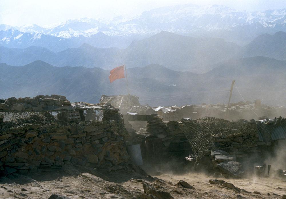 Posto militar de tropas soviéticas localizado nas montanhas perto de Cabul