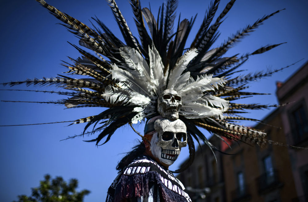 Indígena mexicano participa de cerimônia de purificação na Praça Zócalo, na Cidade do México, em 10 de fevereiro de 2019