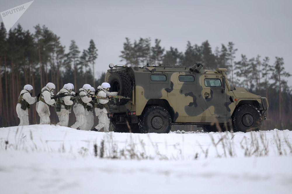 Treino tático dos militares das forças especiais russas no polígono de Dubrovka, Rússia