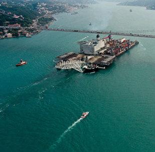 Navio Spirit passando pelo Bósforo para trabalhar no Gasoduto TurkStream