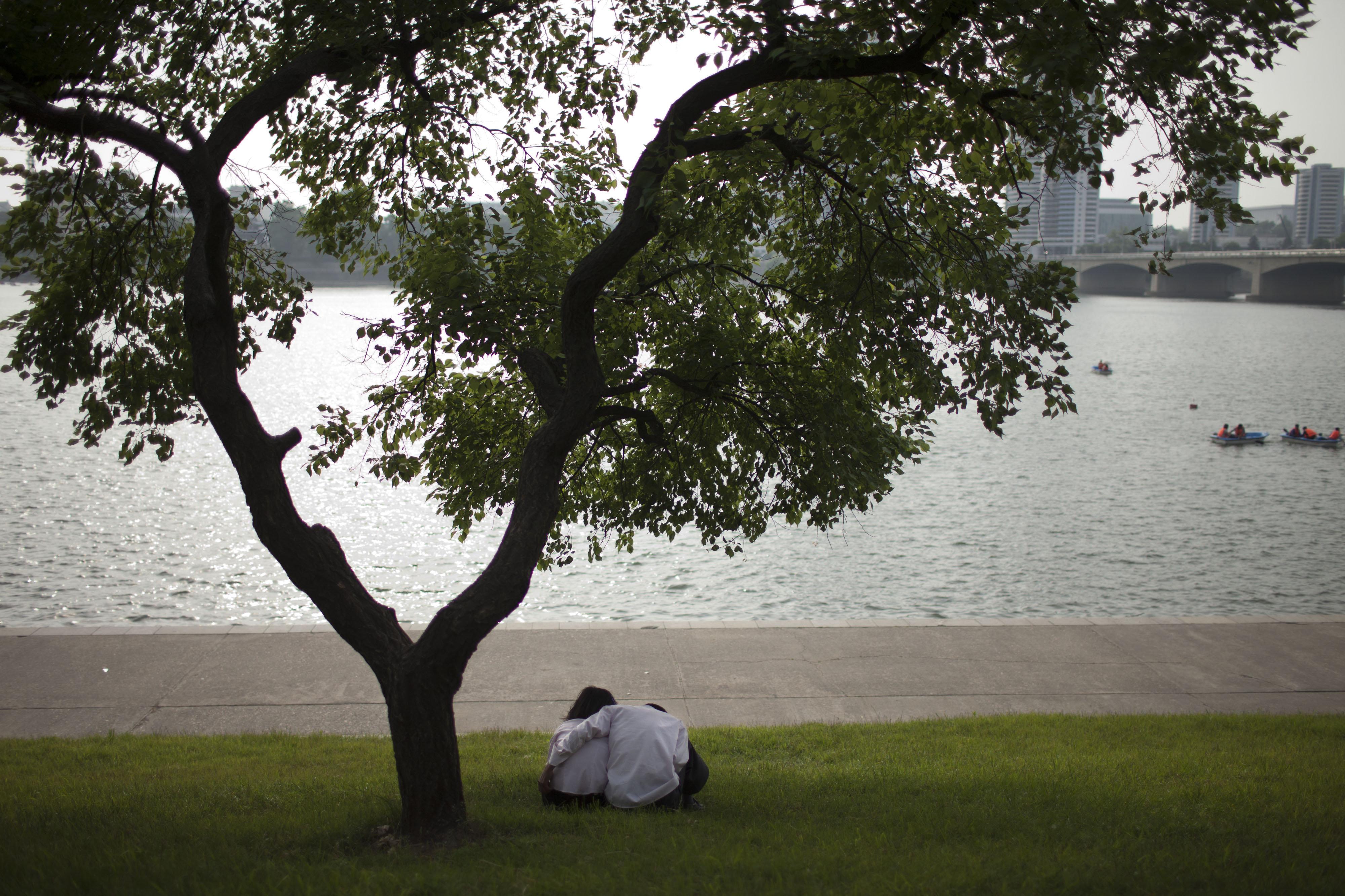Um casal apaixonado em Pyongyang