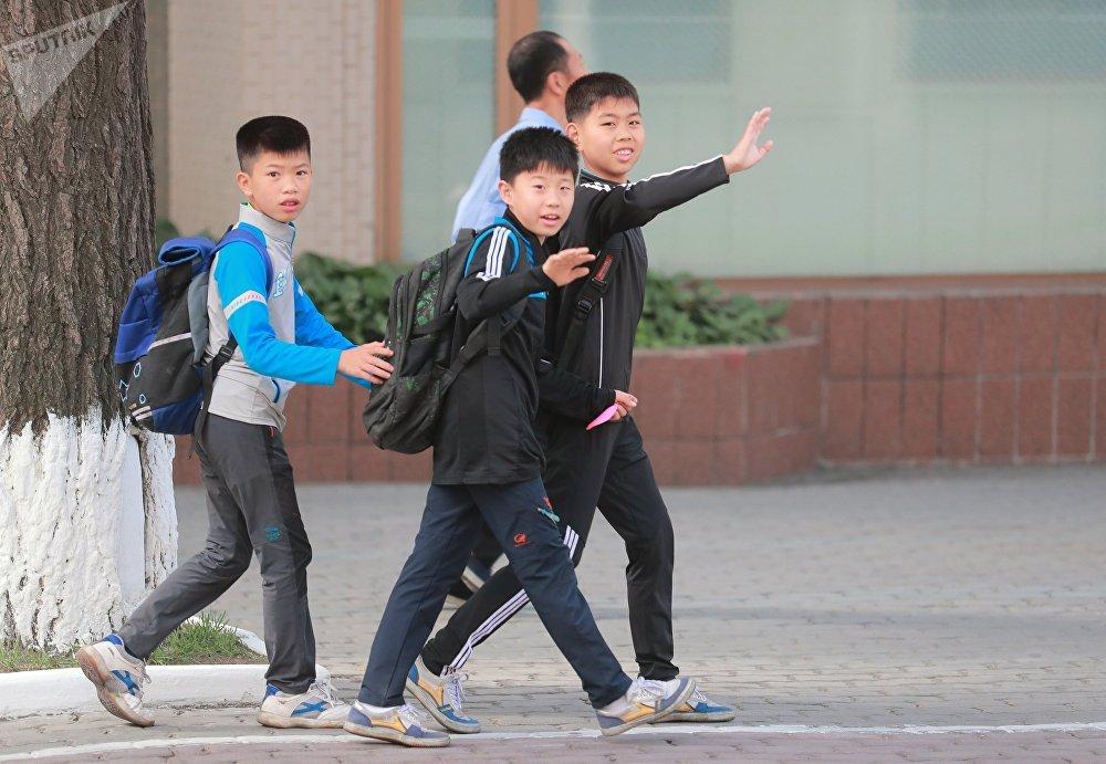 Adolescentes norte-coreanos
