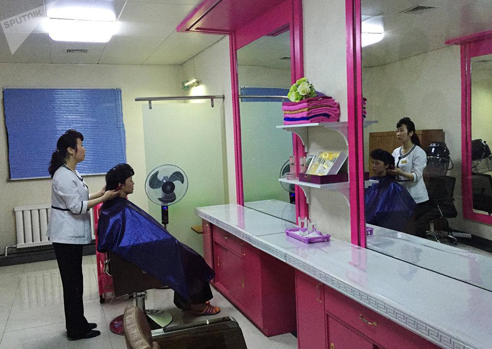 Um salão de beleza em Pyongyang