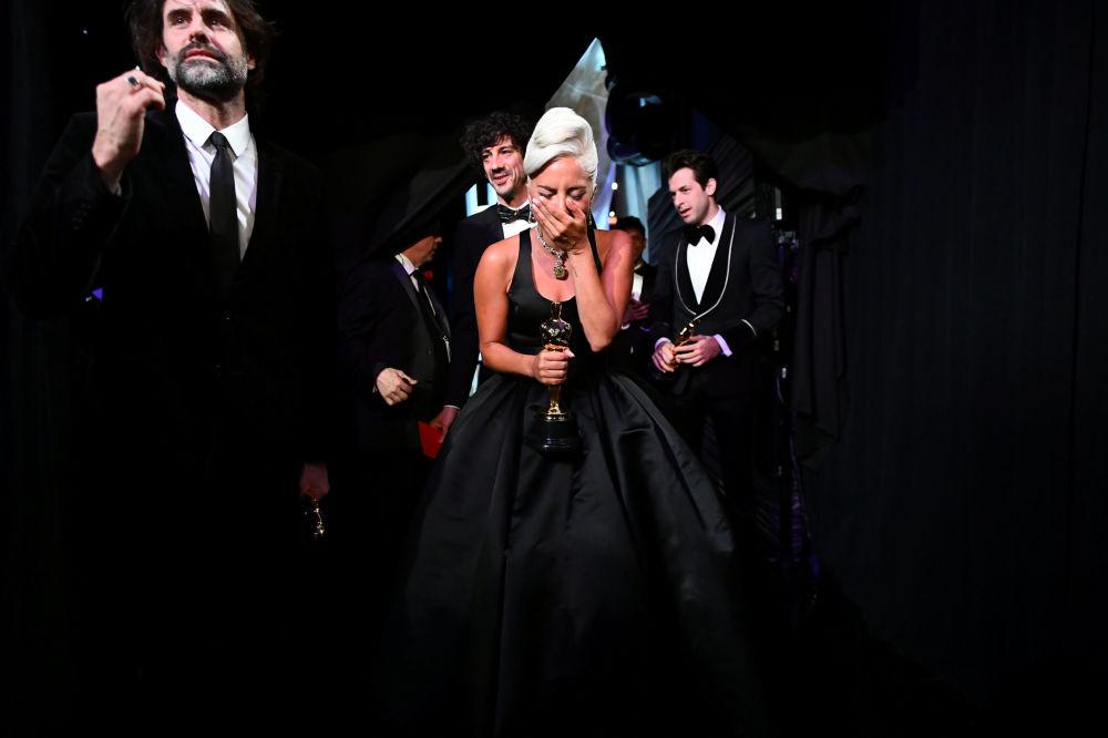 Cantora Lady Gaga chora ao ganhar prêmio de Melhor Canção Original no Oscar, em Hollywood, na Califórnia (EUA), 24 de fevereiro de 2019
