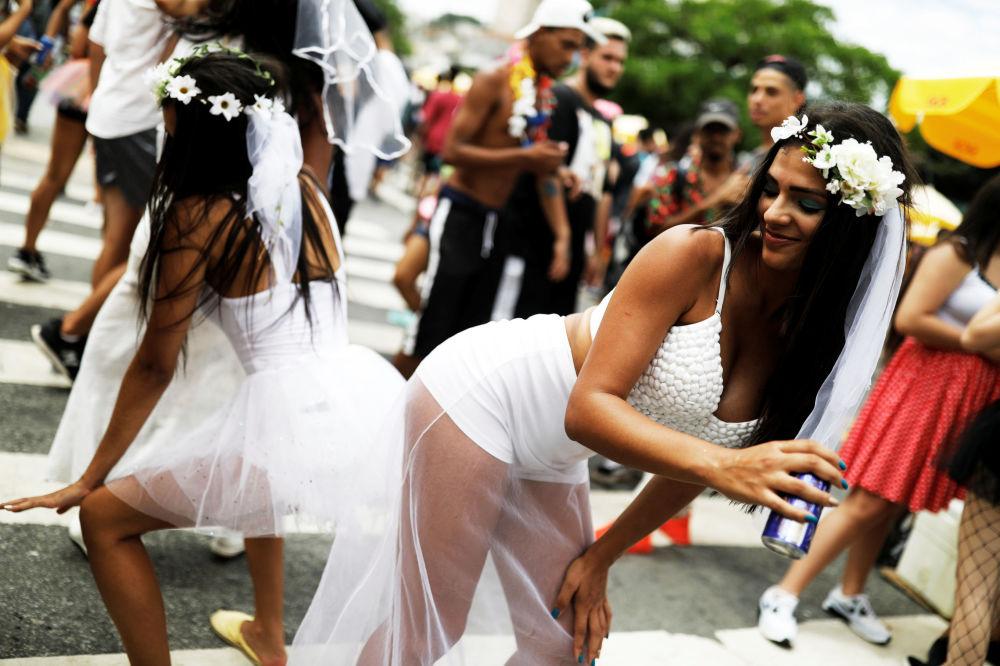 Participantes do bloco carnavalesco Casa Comigo, em São Paulo, Brasil, 23 de fevereiro de 2019