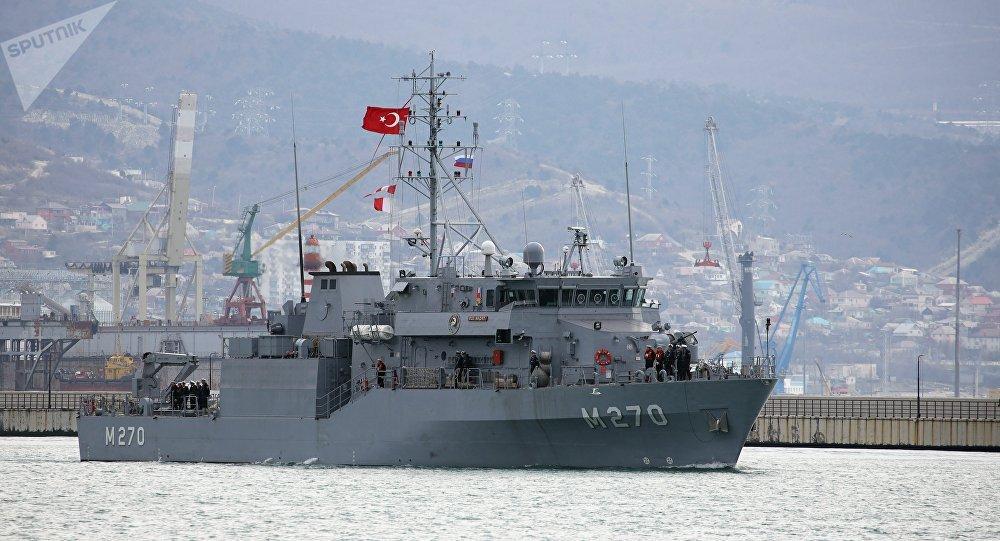 Navio de minas da Marinha turca
