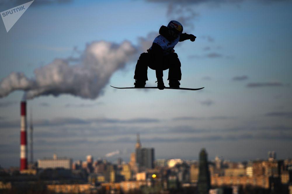Atleta russo, Mark Teymurov, na turnê mundial de snowboarding Grand Prix De Russie 2019, em Moscou, Rússia