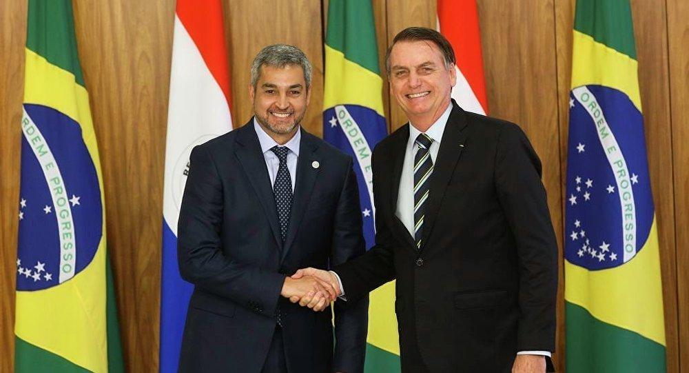 O presidente Jair Bolsonaro recebe o presidente do Paraguai, Mario Abdo Benítez, no Palácio do Planalto, em Brasília.