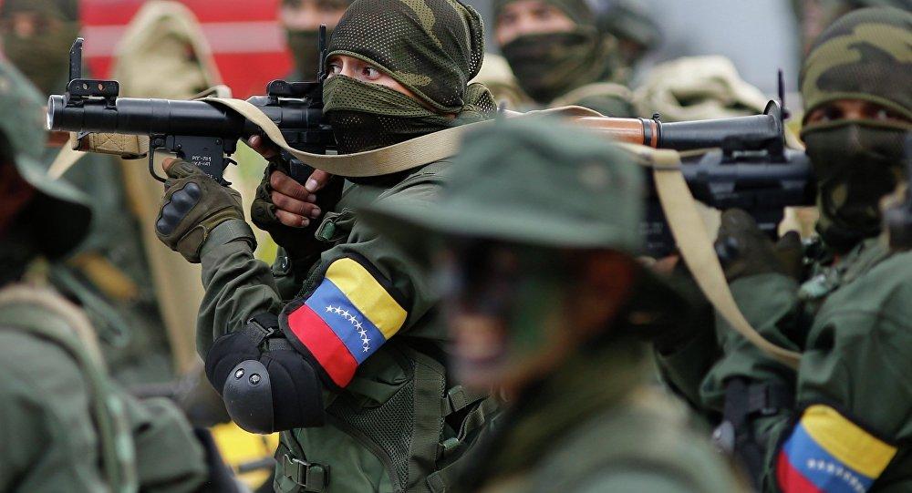Soldados durante uma parada militar na Venezuela