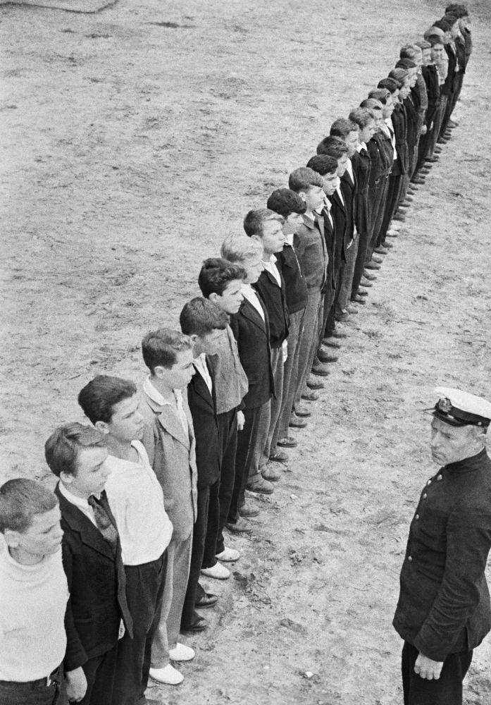 Preparação de crianças para o serviço militar.