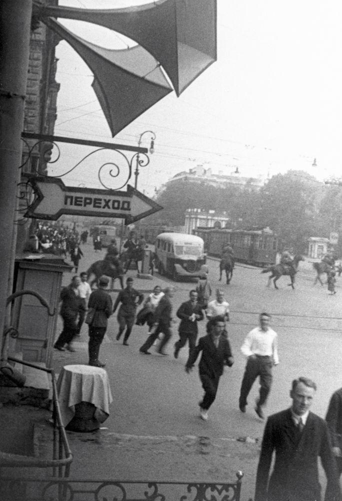 Alerta de ataque aéreo em Leningrado nos primeiros dias da Grande Guerra Patriótica.