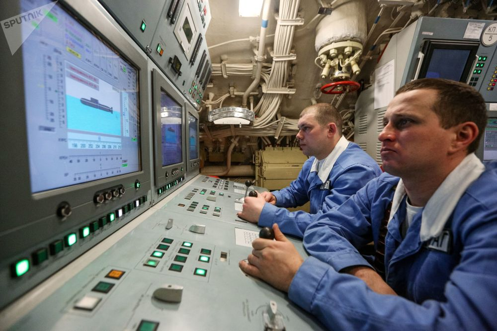 Posto de comando central do submarino nuclear russo K-535 Yuri Dolgoruky
