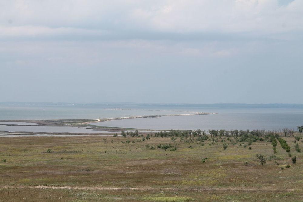 Restinga de Tuzla, na ilha de Tuzla, que fica no estreito de Kerch, antes do início da construção da Ponte da Crimeia, 2013