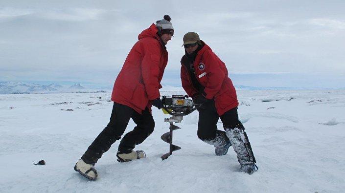 Pesquisadores da Universidade de Chicago na Antártica