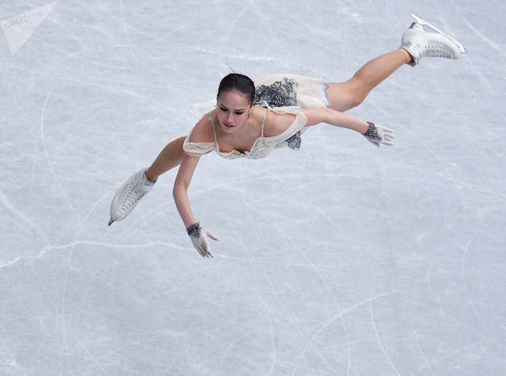 Patinadora artística russa Alina Zagitova, de apenas 16 anos, ganha o ouro no Campeonato Mundial de Patinação Artística em Saitama, no Japão
