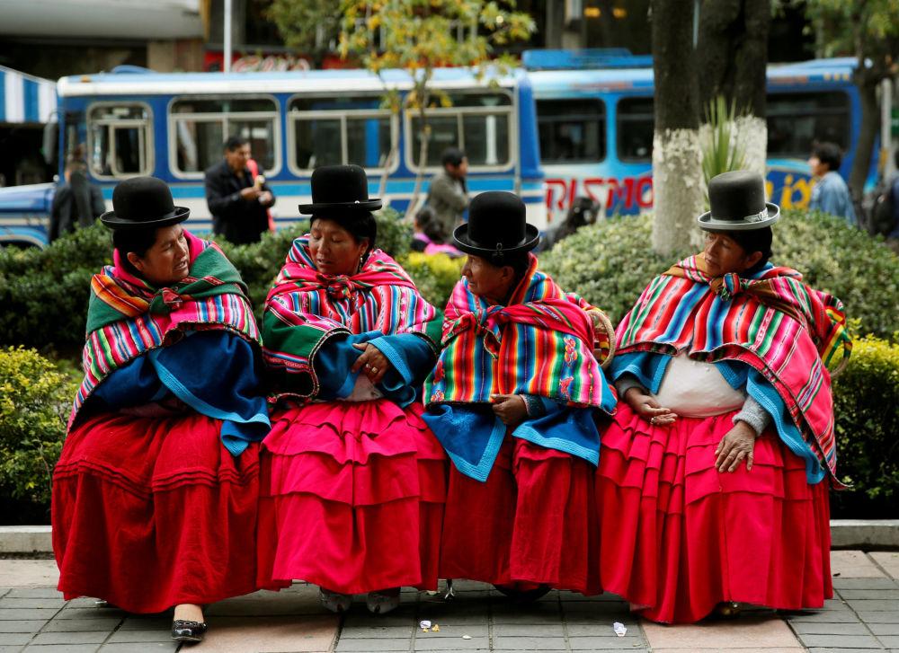 Mulheres do grupo étnico Quechua durante uma manifestação em apoio da comunidade Qhara Qhara na cidade La Paz, Bolívia