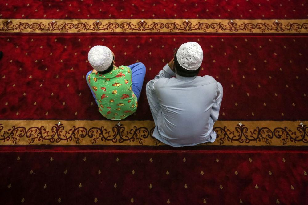 Muçulmanos fazem orações em memória das vítimas do tiroteio contra duas mesquitas na cidade neozelandesa de Christchurch