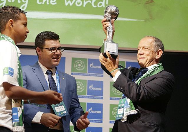 Walter Feldman, secretário-geral da Confederação Brasileira de Futebol, durante a entrega da Taça dos Nove Valores no âmbito do programa Futebol pela Amizade
