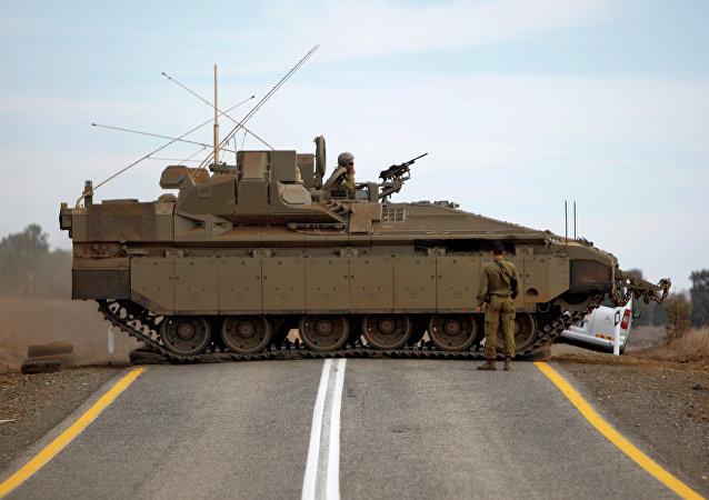 Veículo blindado de transporte de pessoal israelense Namer (imagem referencial)