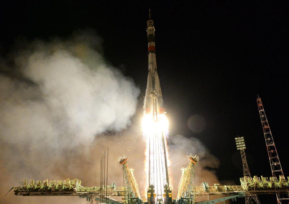 Lançamento da nave espacial Soyuz MS-12