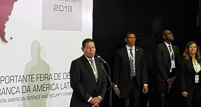 Vice-presidente brasileiro Antônio Hamilton Mourão falou na abertura da LAAD 2019