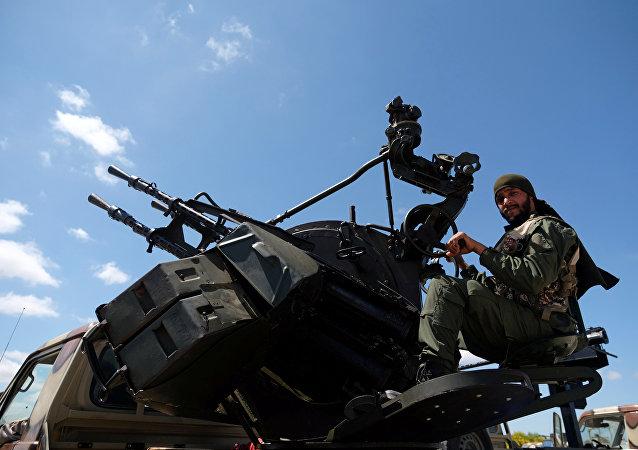 Soldado do Exército Nacional da Líbia (LNA), comandado pelo marechal Khalifa Haftar, 7 de abril de 2019