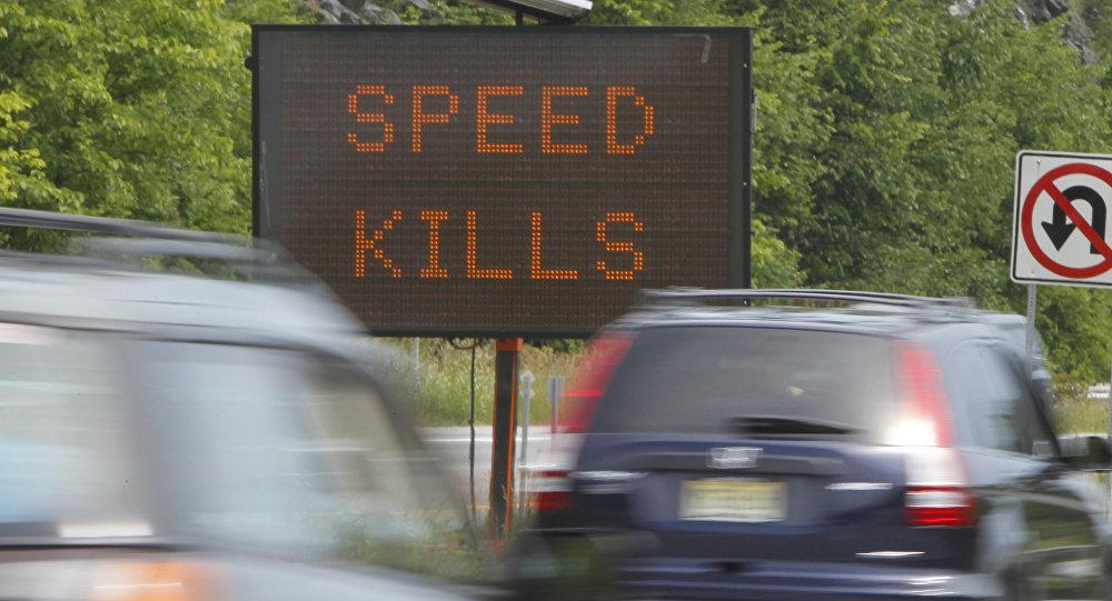 Sinal alertando motoristas na estrada (imagem de arquivo)