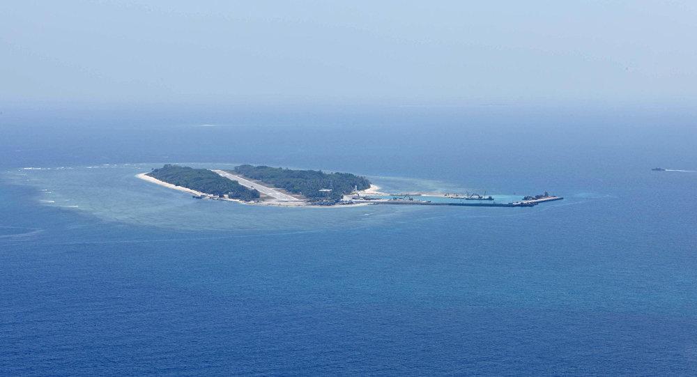 Uma foto aérea tirada de um avião militar taiwanês mostra a vista de Itu Aba, que os taiwaneses chamam de Taiping, no Mar da China Meridional.